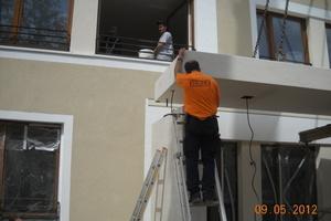 Montage der Betonfertigteile am Eingang Fotos: Anton Schick
