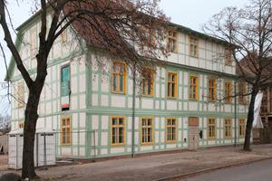 Rechts: Die Sanierung der Domkurie vereint historische Bausubstanz mit moderner, energieeffizienter Gebäudetechnik <br />