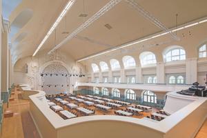 """Der Große Saal der Kongresshalle am Zoo Leipzig wurde mit Stuck und neuesten Gipsformteilen zu einem prachtvollen Raum ausgestaltet<span class=""""bildnachweis"""">Foto: Knauf / Gerard Halama</span>"""