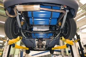 Bei Transportern mit Erdgasantrieb, wie hier beim Volkswagen Caddy, wird das Erdgas zumeist in Flaschen unter dem Fahrzeug gespeichert. So geht kein Laderaum verloren<br />