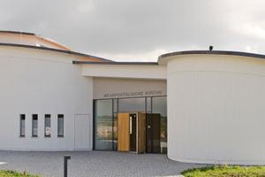 """Die Neuapostolische Kirche in Michelfeld: Runde Formen prägen das Bauwerk nach Plänen des Architektenbüros Kuhn<span class=""""bildnachweis"""">Fotos: quick-mix</span>"""
