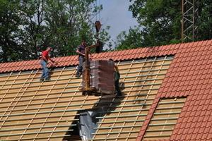 Das Dach wurde komplett neu mit roten Ziegeln eingedeckt<br />