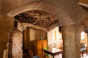 Sanierte Steinbogen im Erdgeschoss des Fachwerkhauses<br />