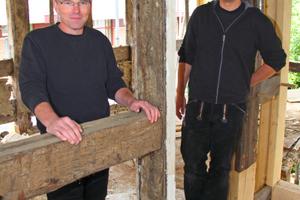 Rainer Schnitger (links) und Erasmus Drücker haben sich auf die Restaurierung von Fachwerkhäusern und massiven Altbauten spezialisiert