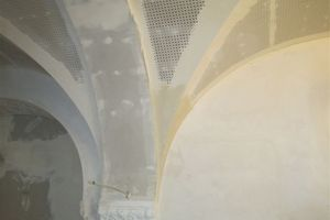 Rechts: Detailanschluss an eines der historischen Kapitelle<br />Fotos (2): Ruben Peter Ausbau