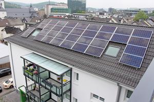 Die Dächer wurden  energetisch saniert, neu gedeckt und mit PV-Anlagen ausgerüstet Fotos: Thomas Schwarzmann