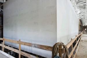 Die beiden Ausstellungs-Boxen im West- und Nordflügel hängen ausschließlich am Dachtragwerk<br />