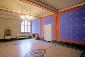 Die prachtvoll ausgemalte Wartehalle für Herren gilt als einer der schönsten Räume im restaurierten Darmstädter Jugendstilbad