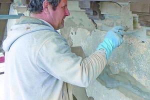 "Putzarbeiten an der Fassade im Detail<span class=""bildnachweis"">Fotos: Remmers</span>"