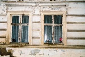 Für solche leider immer noch anzutreffende Fassaden bieten sich Silikatfarben und -putze für eine problemlose langzeitige Wiederbelebung an<br />