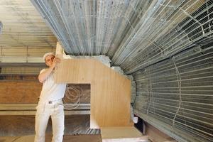 Oben: Aufwendiges Stuckprofil im Bodemuseum in Berlin mit einer Unterkonstruktion aus Rippenstreckmetall(Foto: RSM Heitfeld)