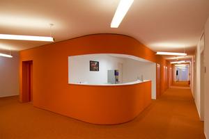 Die runden Formen der Fassade finden sich auch im rund geschalten Kern im Gebäude wieder<br />