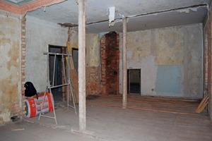 Oben links: Originale Bundwand mit teilweise entferntem Putz<br /><br />Daneben: Zwei entkernte Bundwände als ehemalige Trennwände zwischen Wohnräumen in einem Gründerzeithaus in Leipzig<br />
