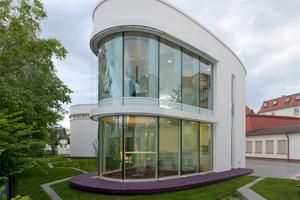 Rundbauten und WDVS sind kein Widerspruch wie dieses Geschäftshaus in Heidenau beweist<br />Foto: Brillux